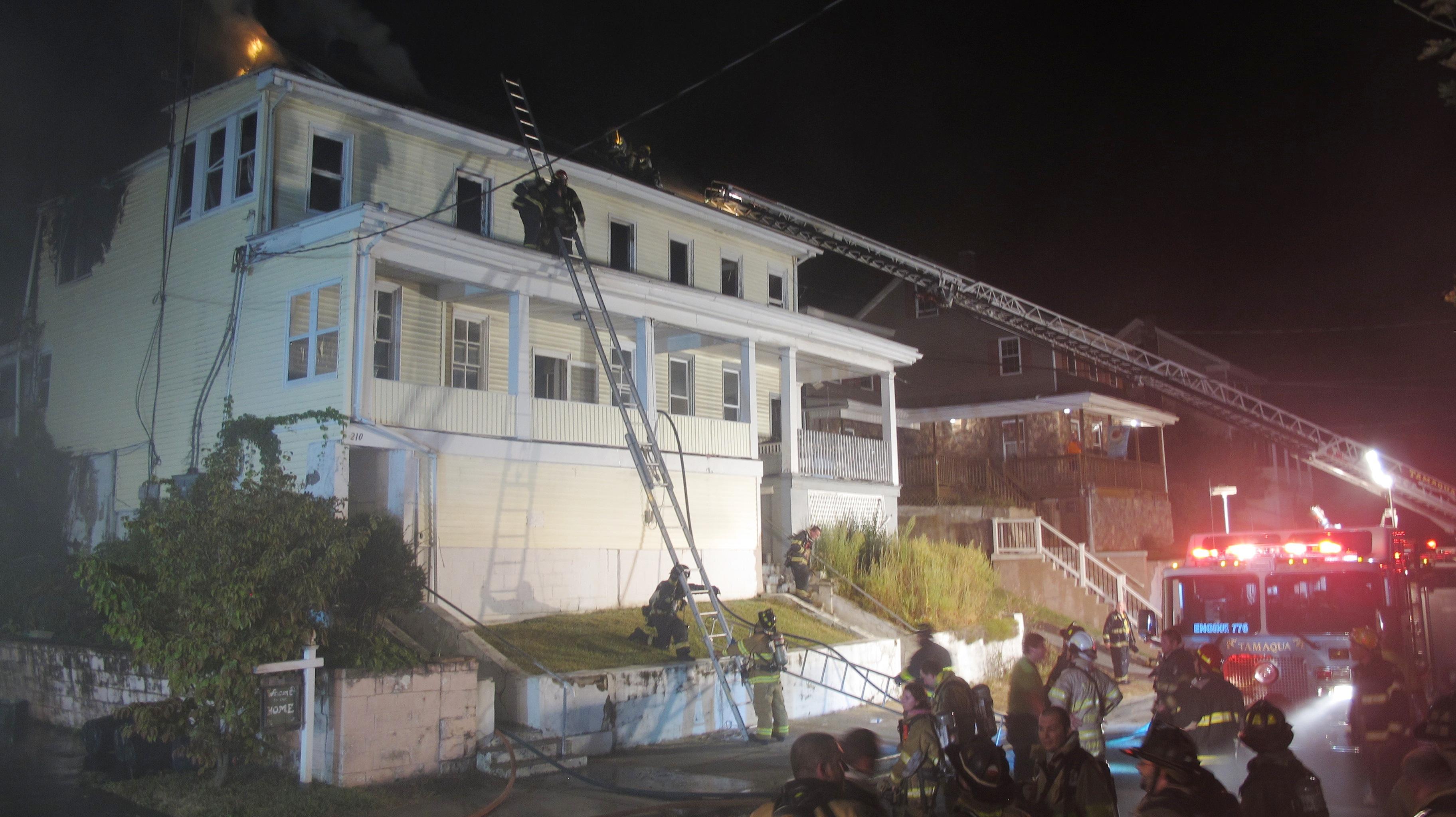 apartment-building-fire-210-washington-street-tamaqua-9-9-2015-92